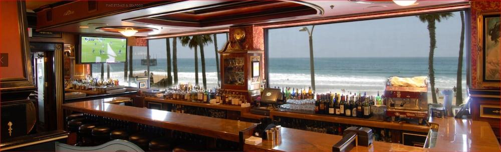 도리만스 오션프런트 인(Dorymans Oceanfront Inn) Hotel Image 1 - View from Hotel