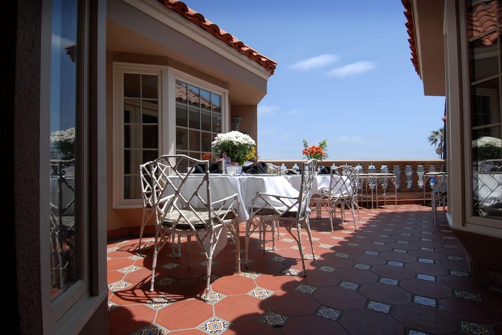 도리만스 오션프런트 인(Dorymans Oceanfront Inn) Hotel Image 32 - Terrace/Patio