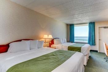Guestroom at Baymont by Wyndham Virginia Beach Oceanfront in Virginia Beach