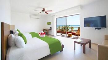 Master Suite Sea View, 2 Queen Beds.