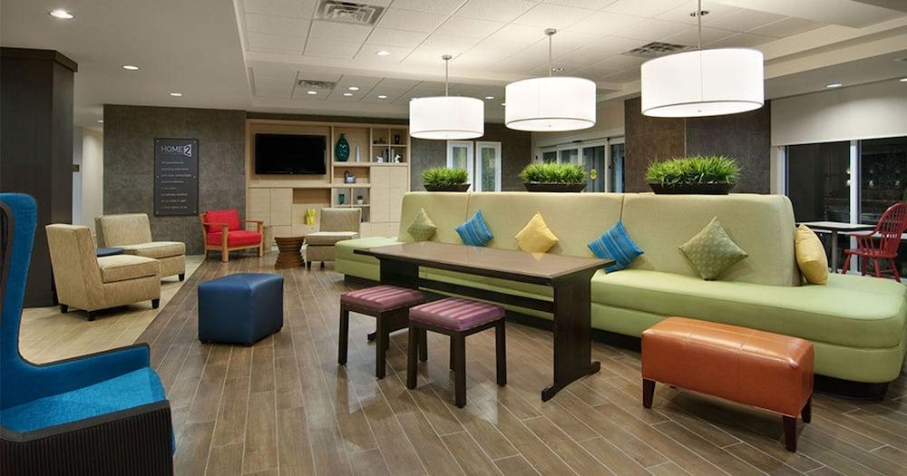 홈투 스위트 바이 힐튼 찰스톤 에어포트/컨벤션 센터(Home2 Suites by Hilton Charleston Airport/Convention Center) Hotel Image 2 - Lobby Lounge