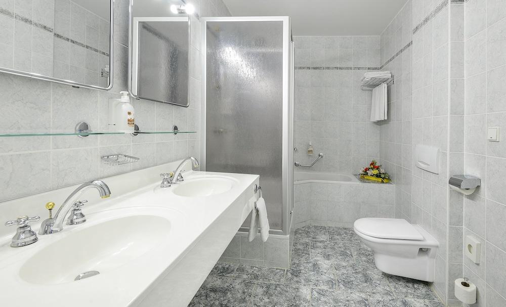 아파트먼트 마리엔바트(Apartments Marienbad) Hotel Image 21 - Bathroom