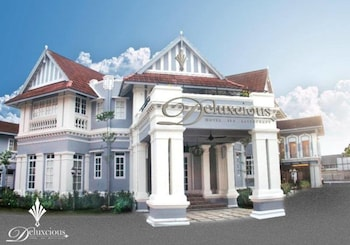 Deluxcious Luxurious Heritage Hotel - Hotel Front  - #0