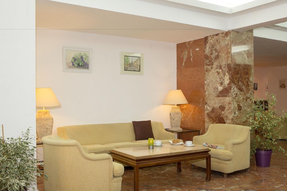 호텔 트로피코 플라야(Hotel Tropico Playa) Hotel Image 16 - Interior Entrance