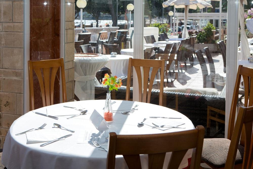 호텔 트로피코 플라야(Hotel Tropico Playa) Hotel Image 18 - Food Court