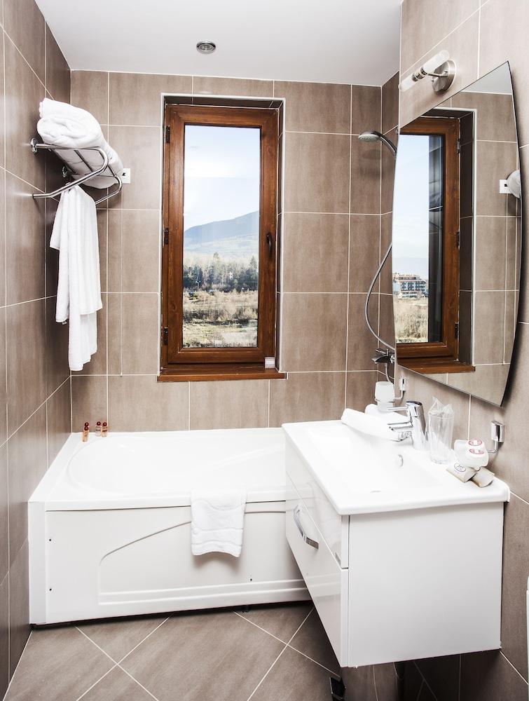 레그눔 반스코 호텔 & 스파(Regnum Bansko Hotel & Spa) Hotel Image 34 - Bathroom