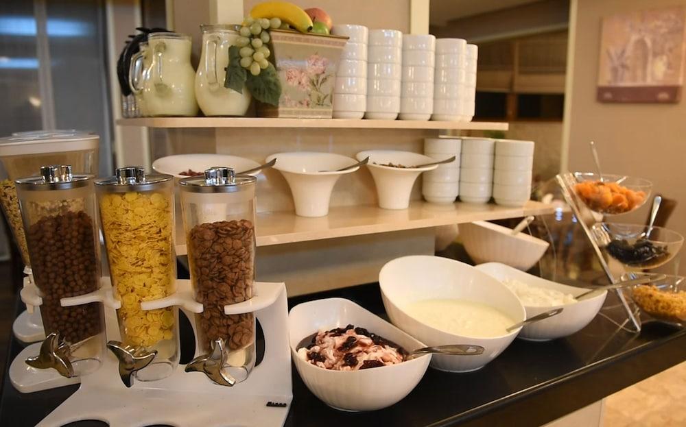레그눔 반스코 호텔 & 스파(Regnum Bansko Hotel & Spa) Hotel Image 68 - Breakfast Area