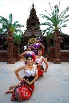 아마타라 푸라 풀 빌라스(Ammatara Pura Pool Villas) Hotel Image 63 - 극장 쇼