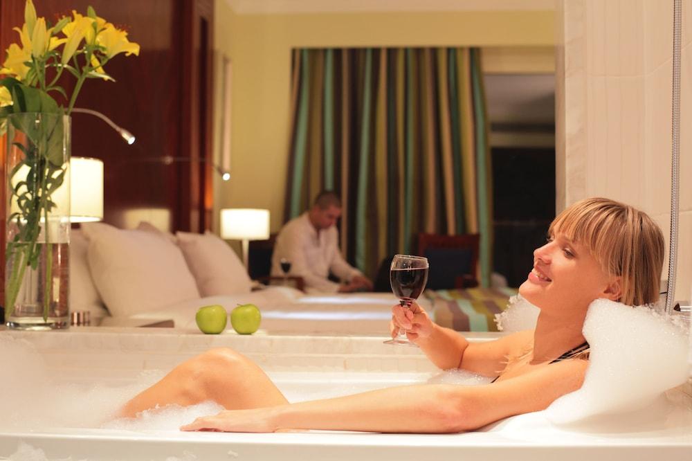 익스피리언스 시 브리즈 리조트(Xperience Sea Breeze Resort) Hotel Image 5 - Guestroom