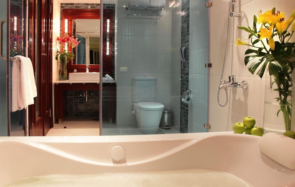 익스피리언스 시 브리즈 리조트(Xperience Sea Breeze Resort) Hotel Image 10 - Bathroom