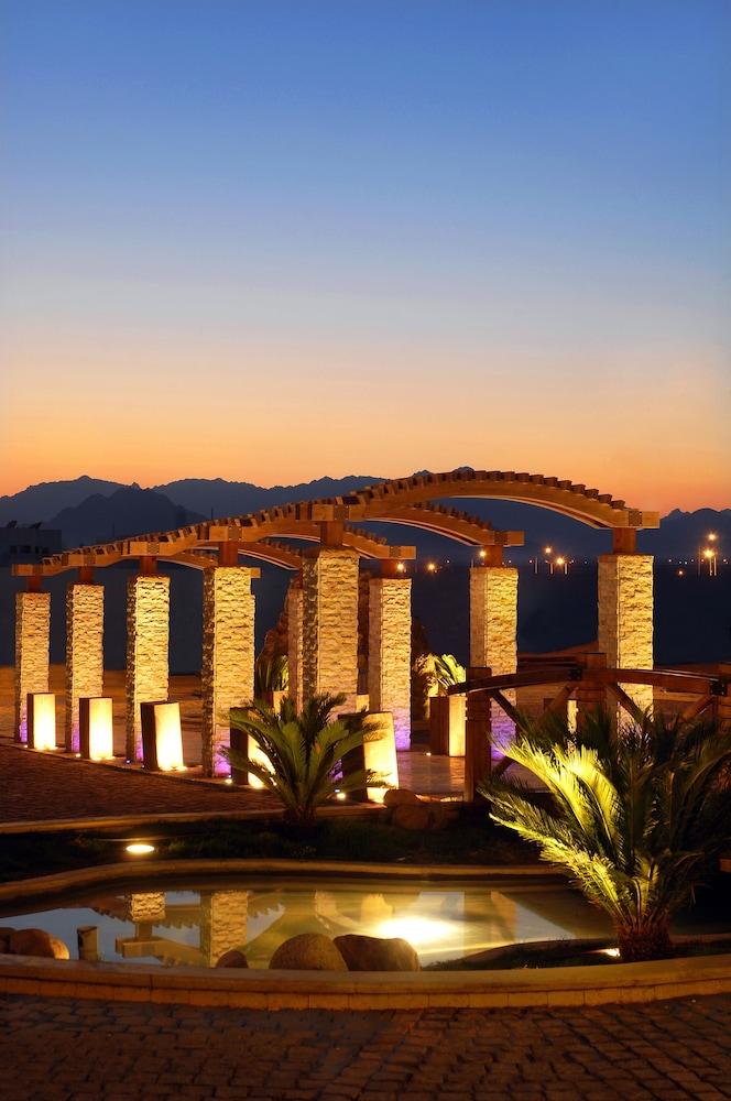 익스피리언스 시 브리즈 리조트(Xperience Sea Breeze Resort) Hotel Image 23 - Courtyard