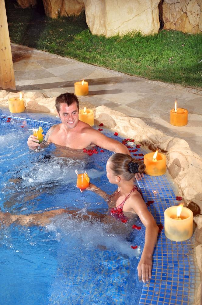 익스피리언스 시 브리즈 리조트(Xperience Sea Breeze Resort) Hotel Image 12 - Outdoor Pool