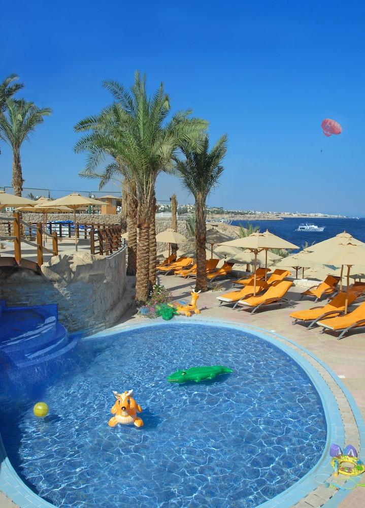 익스피리언스 시 브리즈 리조트(Xperience Sea Breeze Resort) Hotel Image 13 - Outdoor Pool