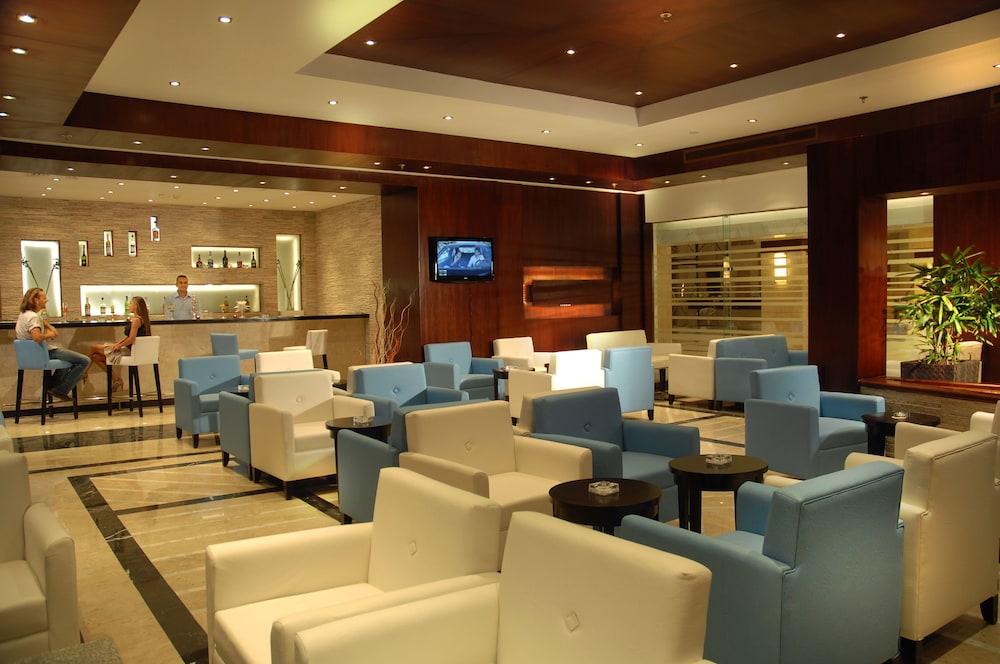 익스피리언스 시 브리즈 리조트(Xperience Sea Breeze Resort) Hotel Image 22 - Hotel Bar