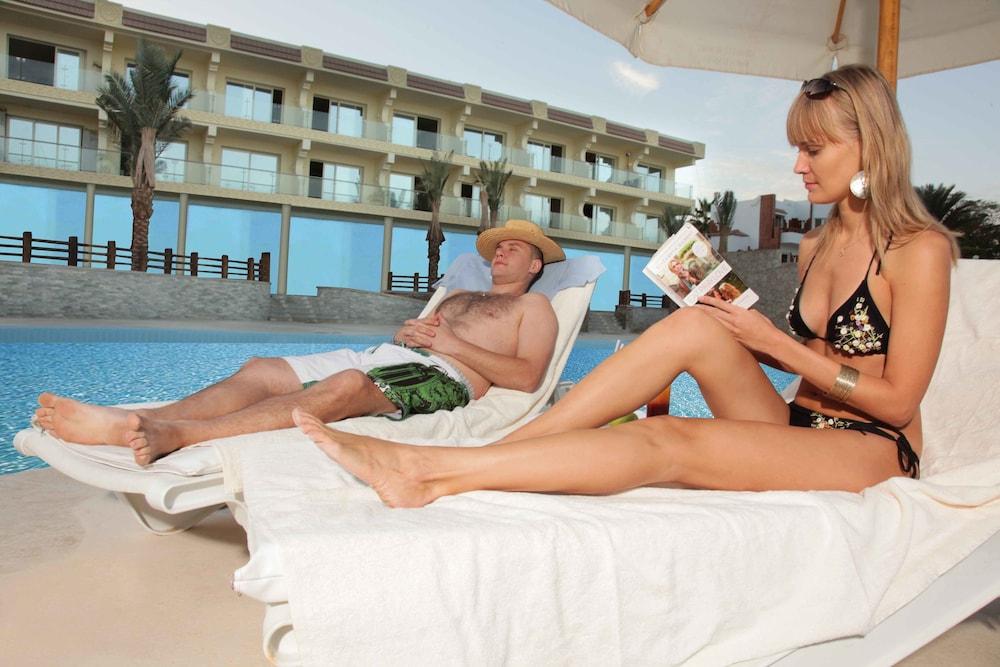 익스피리언스 시 브리즈 리조트(Xperience Sea Breeze Resort) Hotel Image 18 - Outdoor Pool