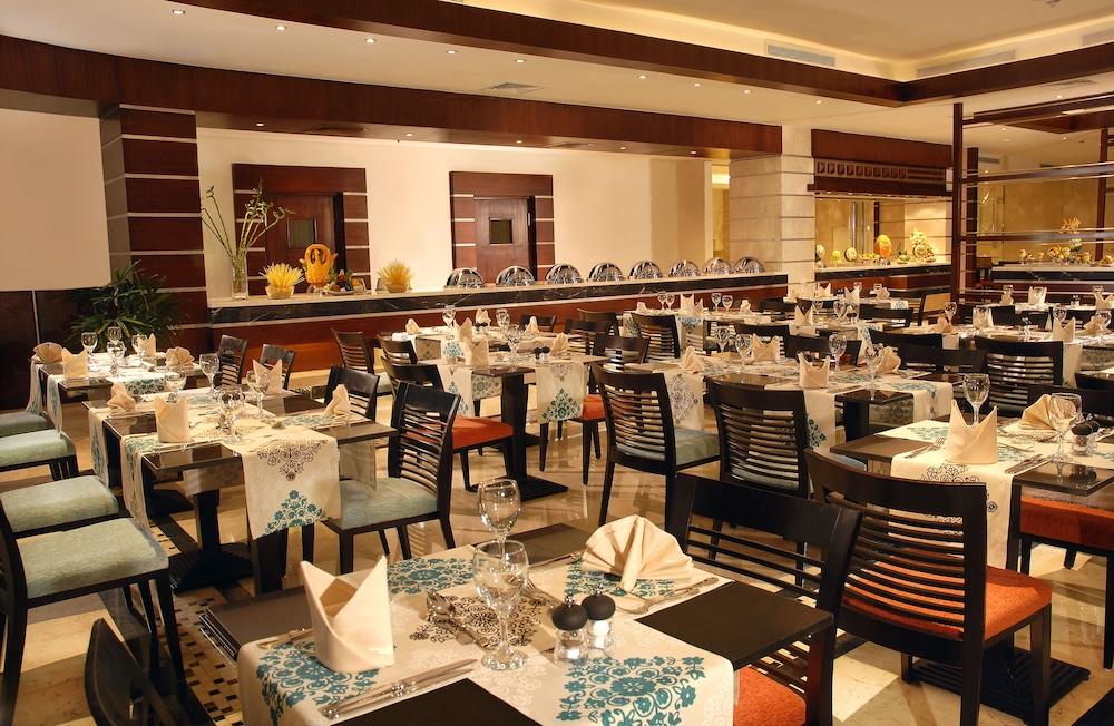 익스피리언스 시 브리즈 리조트(Xperience Sea Breeze Resort) Hotel Image 19 - Dining