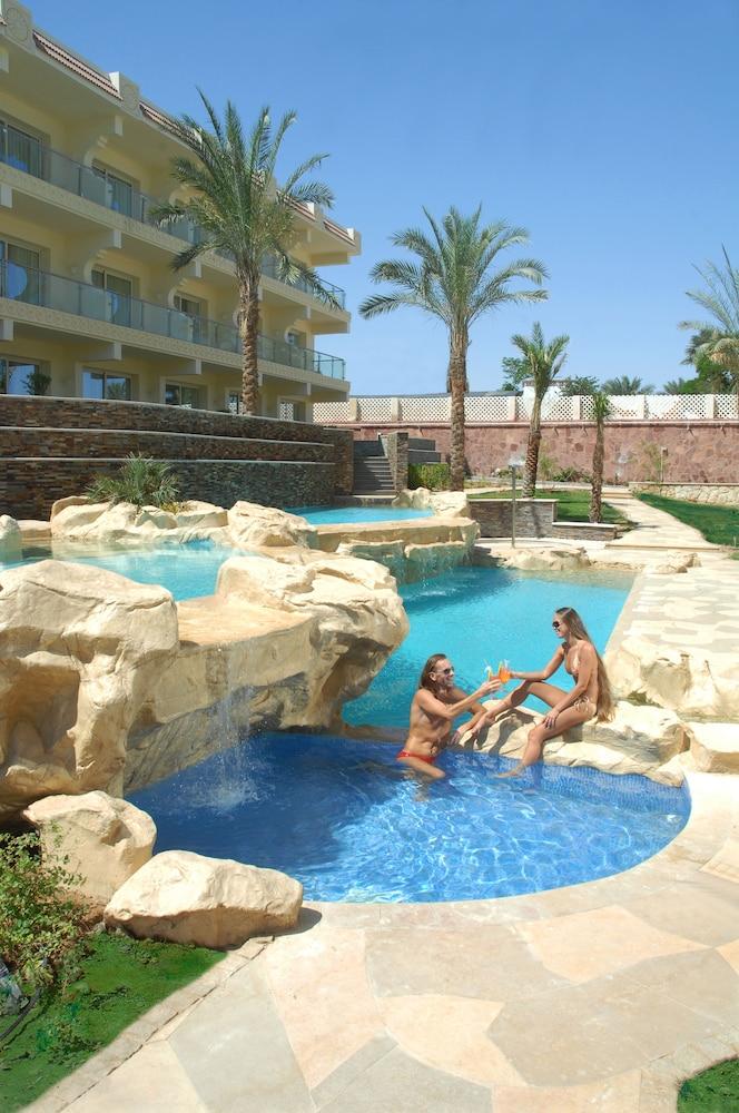 익스피리언스 시 브리즈 리조트(Xperience Sea Breeze Resort) Hotel Image 14 - Outdoor Pool