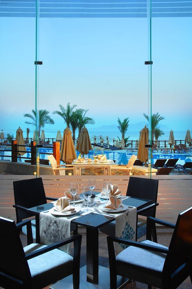 익스피리언스 시 브리즈 리조트(Xperience Sea Breeze Resort) Hotel Image 20 - Restaurant