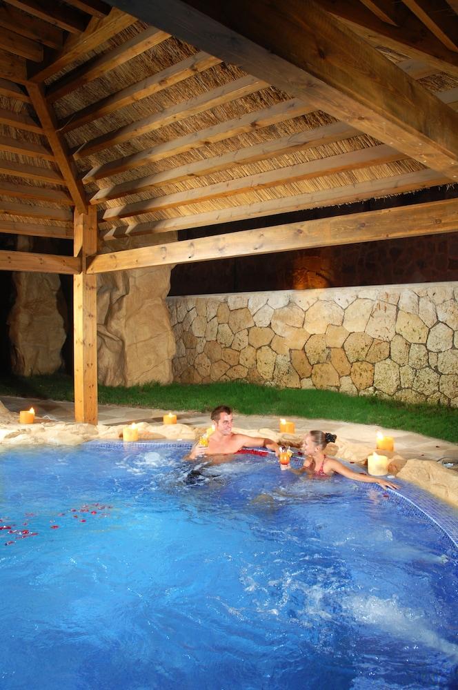 익스피리언스 시 브리즈 리조트(Xperience Sea Breeze Resort) Hotel Image 17 - Outdoor Pool