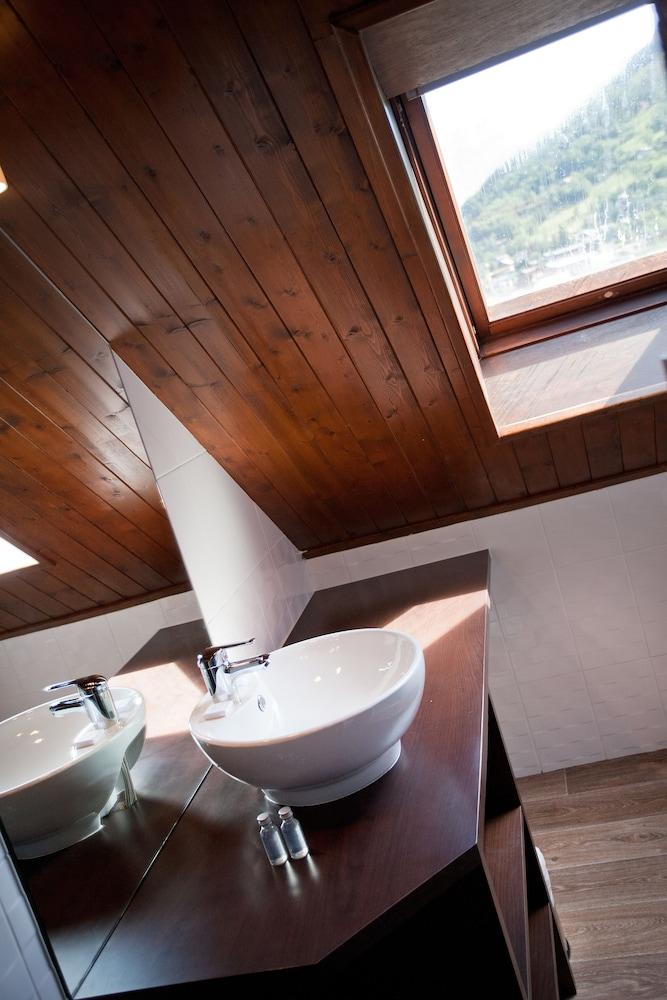 호텔 클럽 mmv 르 몽트 비앙코(Hôtel Club mmv Le Monte Bianco) Hotel Image 11 - Bathroom Sink