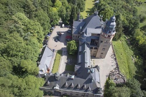 . Schloss Hotel Wolfsbrunnen