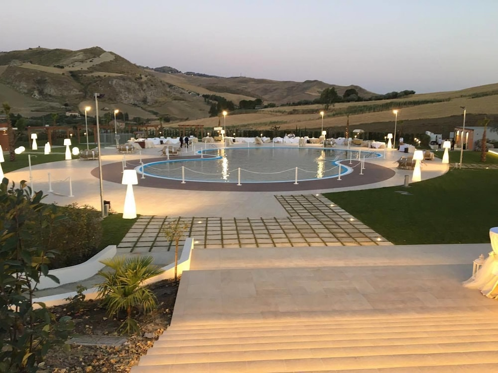 카살레 마르게리타(Casale Margherita) Hotel Image 5 - Outdoor Pool