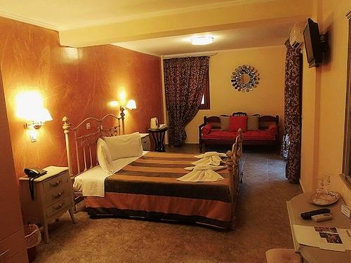 . Anastazia Hotel