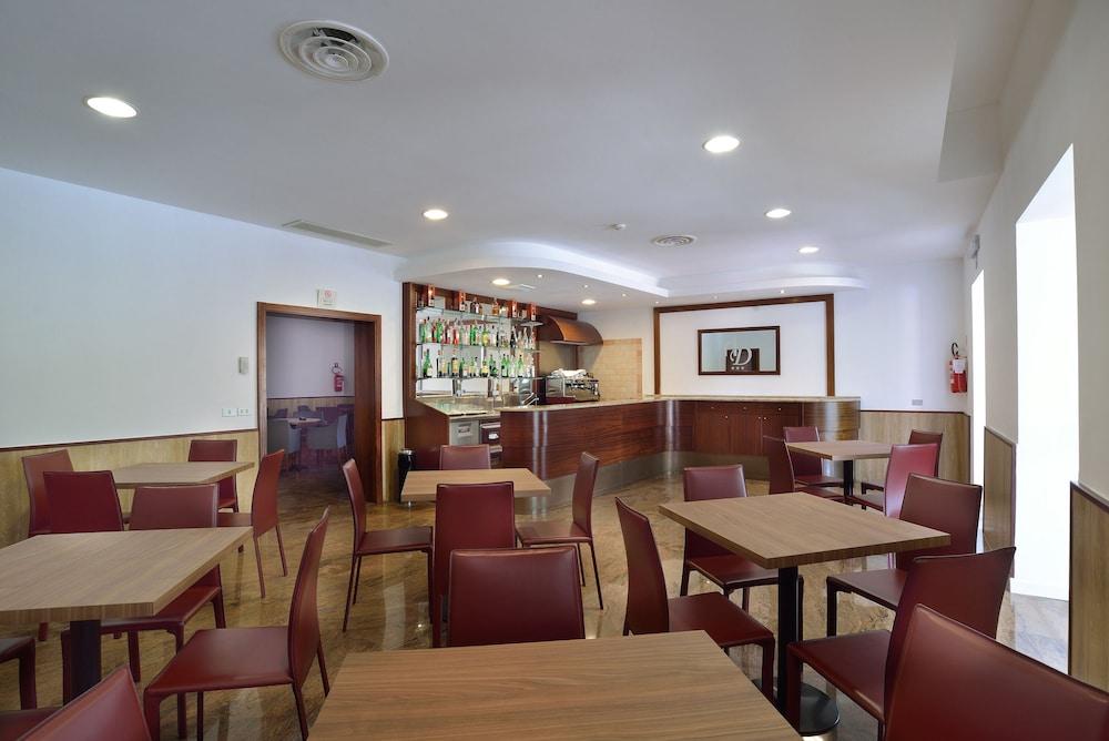 호텔 리스토란테 단테(Hotel Ristorante Dante) Hotel Image 48 - Hotel Bar