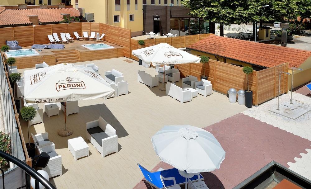 호텔 리스토란테 단테(Hotel Ristorante Dante) Hotel Image 40 - Rooftop Pool