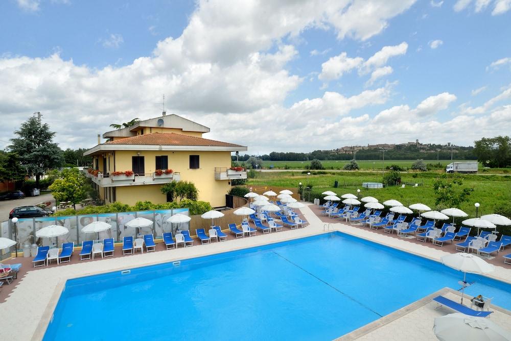 호텔 리스토란테 단테(Hotel Ristorante Dante) Hotel Image 41 - Rooftop Pool