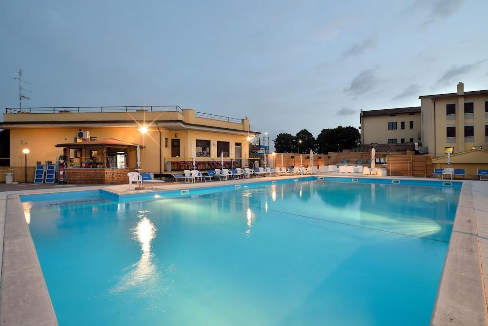 호텔 리스토란테 단테(Hotel Ristorante Dante) Hotel Image 28 - Outdoor Pool