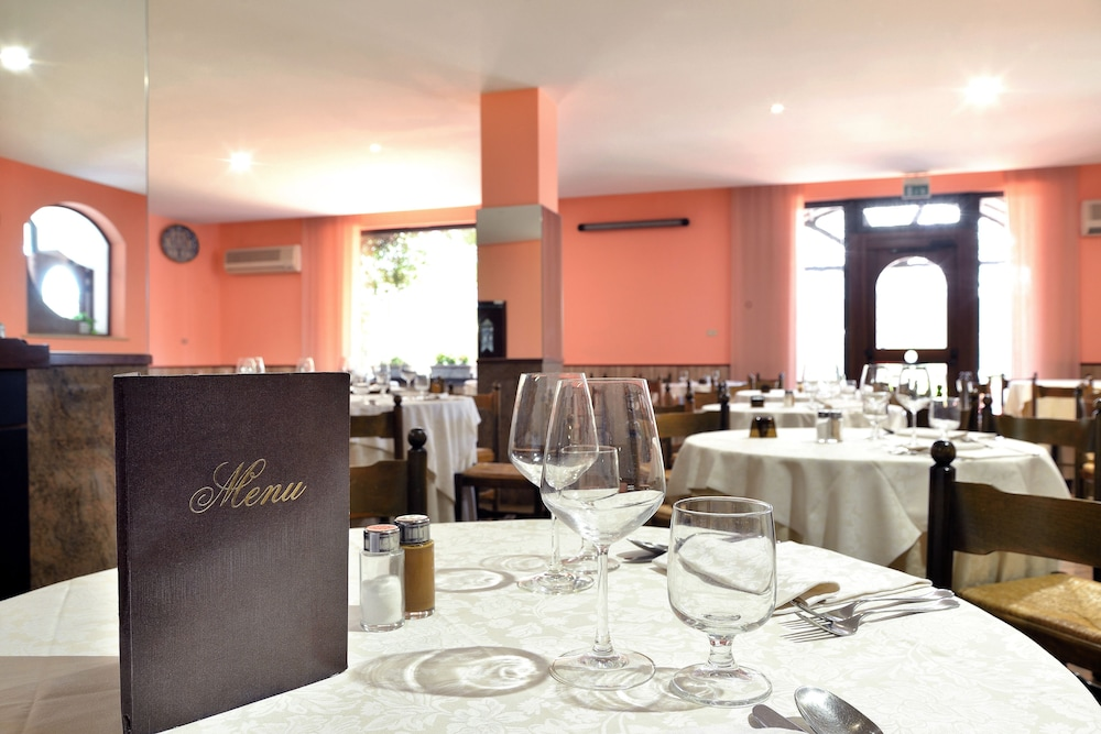 호텔 리스토란테 단테(Hotel Ristorante Dante) Hotel Image 46 - Restaurant