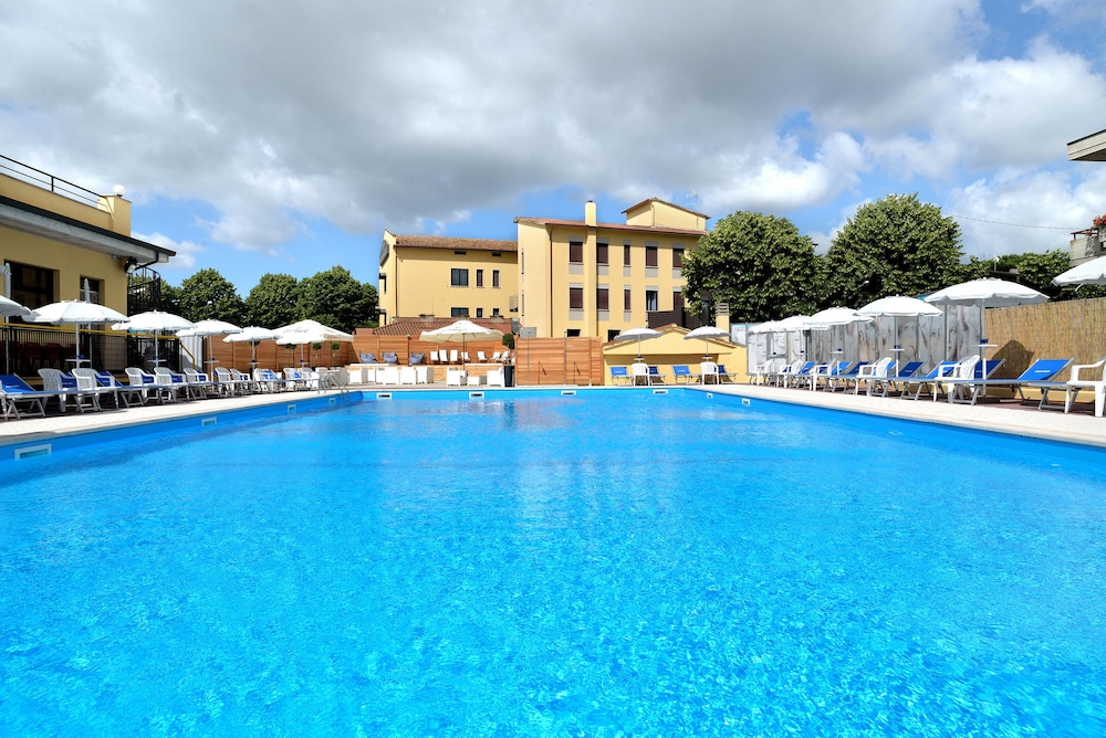 호텔 리스토란테 단테(Hotel Ristorante Dante) Hotel Image 29 - Outdoor Pool