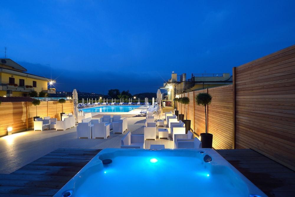 호텔 리스토란테 단테(Hotel Ristorante Dante) Hotel Image 44 - Rooftop Pool