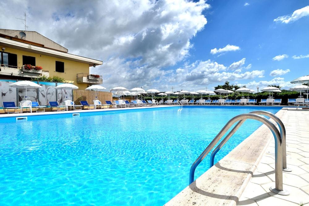 호텔 리스토란테 단테(Hotel Ristorante Dante) Hotel Image 59 - Outdoor Pool