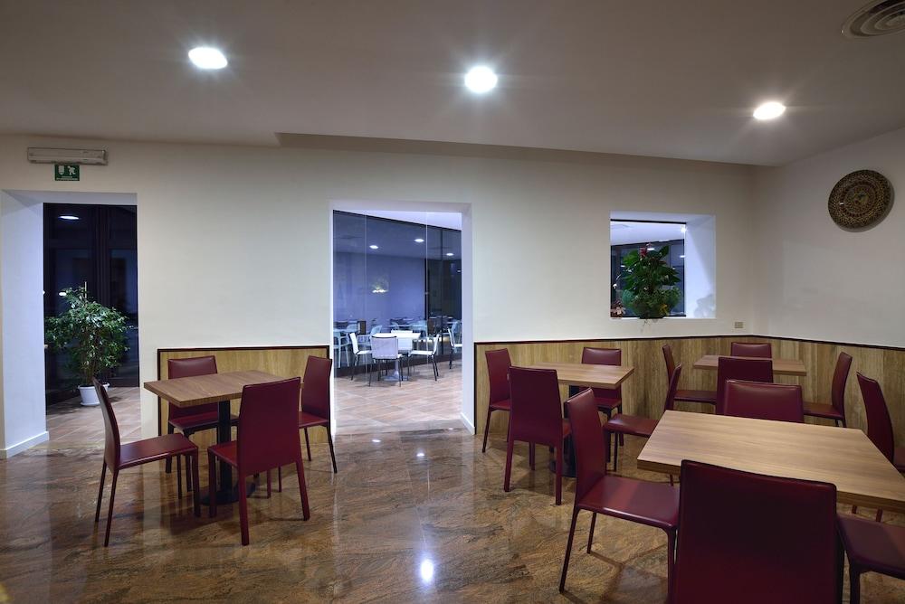 호텔 리스토란테 단테(Hotel Ristorante Dante) Hotel Image 49 - Hotel Bar