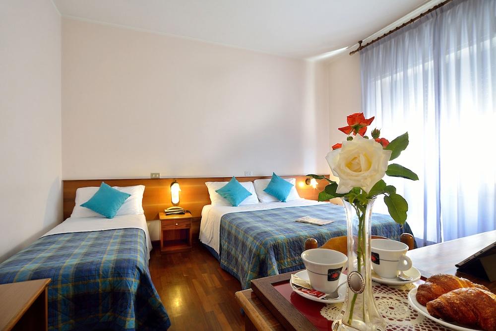 호텔 리스토란테 단테(Hotel Ristorante Dante) Hotel Image 5 - Guestroom