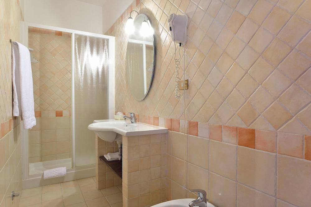 호텔 리스토란테 단테(Hotel Ristorante Dante) Hotel Image 22 - Bathroom