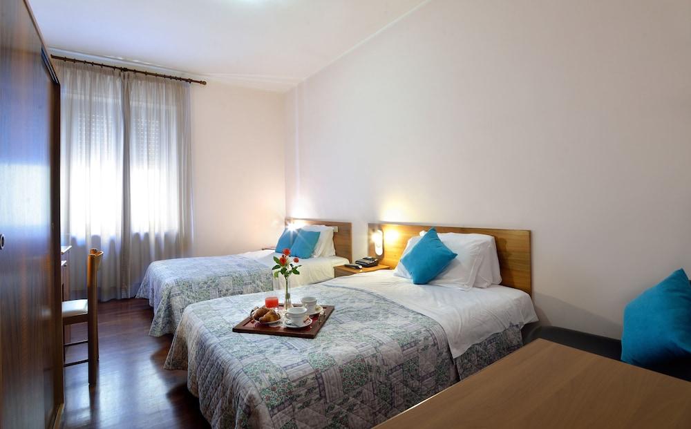 호텔 리스토란테 단테(Hotel Ristorante Dante) Hotel Image 7 - Guestroom