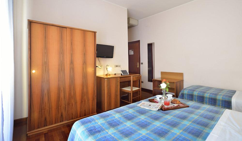 호텔 리스토란테 단테(Hotel Ristorante Dante) Hotel Image 9 - Guestroom