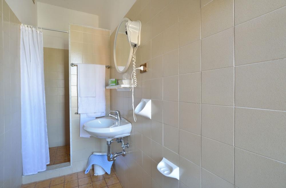호텔 리스토란테 단테(Hotel Ristorante Dante) Hotel Image 23 - Bathroom