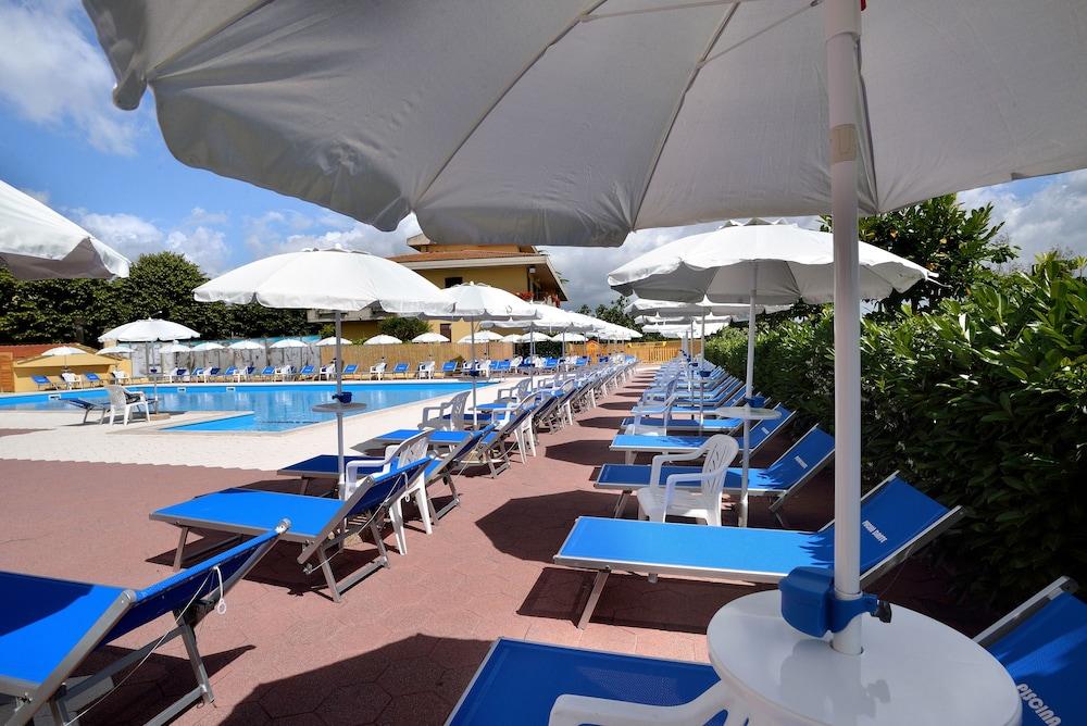 호텔 리스토란테 단테(Hotel Ristorante Dante) Hotel Image 33 - Outdoor Pool