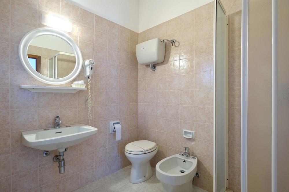 호텔 리스토란테 단테(Hotel Ristorante Dante) Hotel Image 24 - Bathroom