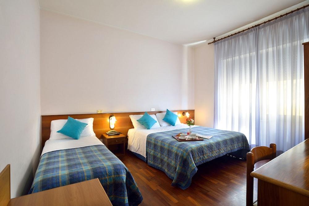 호텔 리스토란테 단테(Hotel Ristorante Dante) Hotel Image 11 - Guestroom