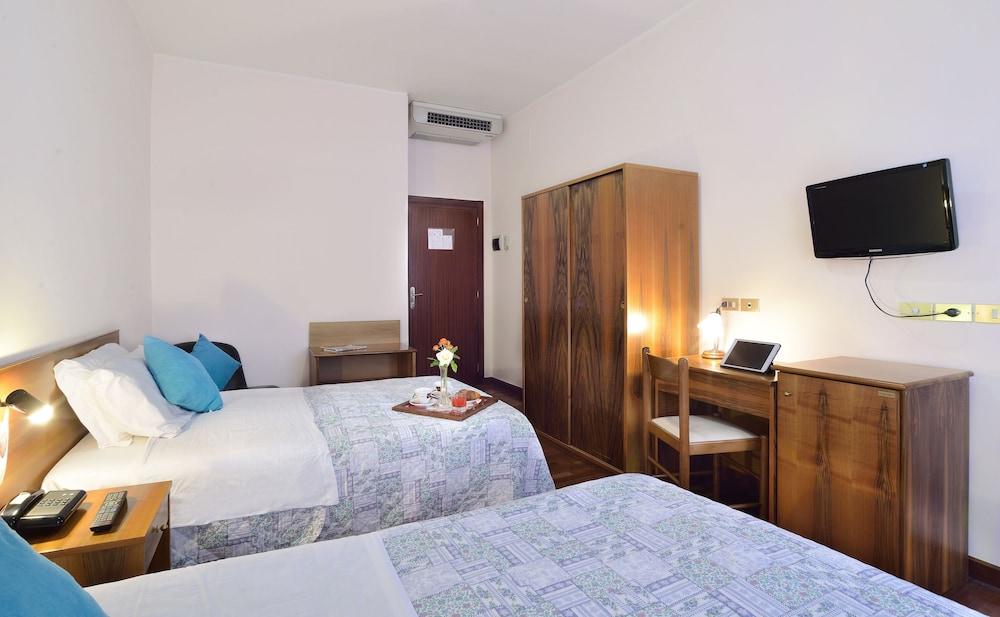 호텔 리스토란테 단테(Hotel Ristorante Dante) Hotel Image 12 - Guestroom
