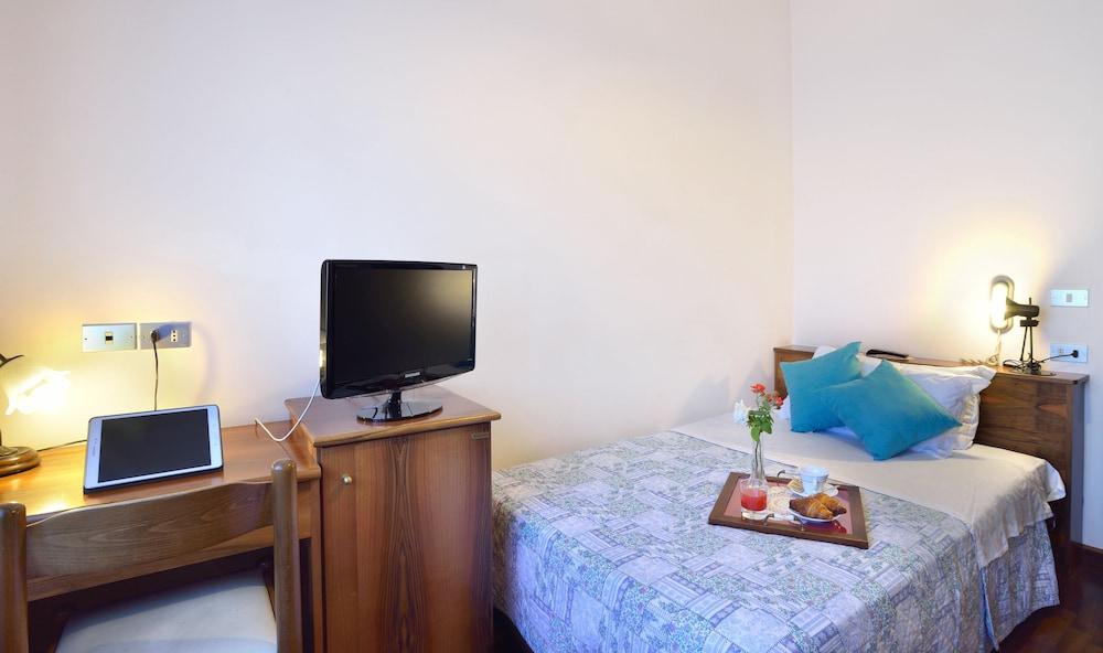 호텔 리스토란테 단테(Hotel Ristorante Dante) Hotel Image 13 - Guestroom
