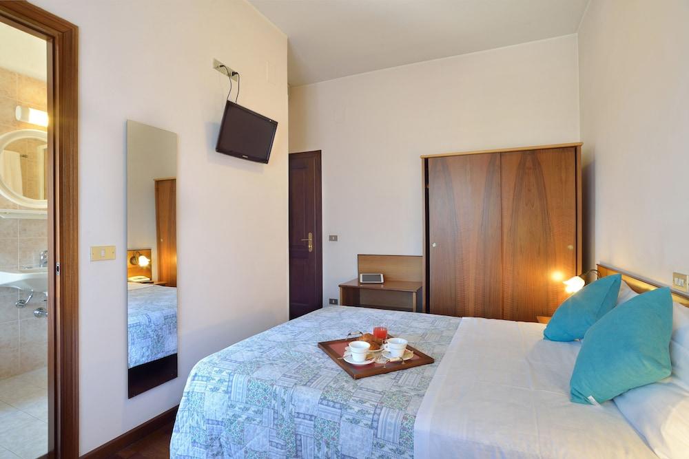 호텔 리스토란테 단테(Hotel Ristorante Dante) Hotel Image 14 - Guestroom