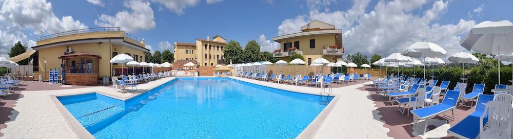 호텔 리스토란테 단테(Hotel Ristorante Dante) Hotel Image 45 - Rooftop Pool