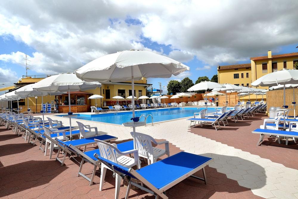 호텔 리스토란테 단테(Hotel Ristorante Dante) Hotel Image 34 - Outdoor Pool