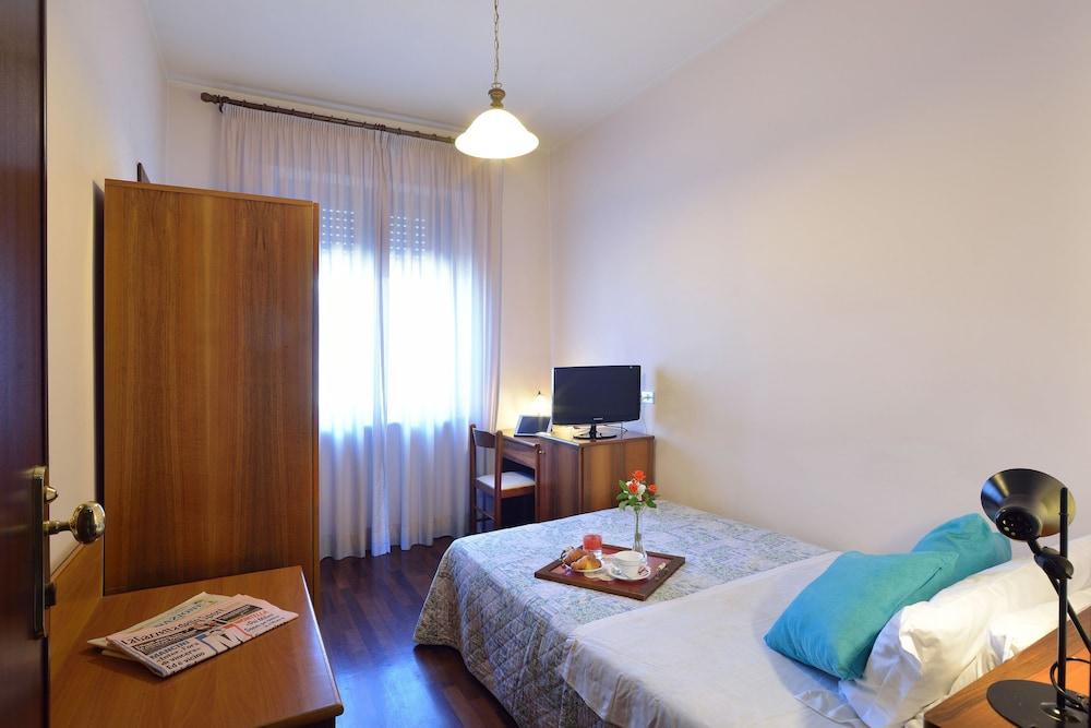 호텔 리스토란테 단테(Hotel Ristorante Dante) Hotel Image 17 - Guestroom